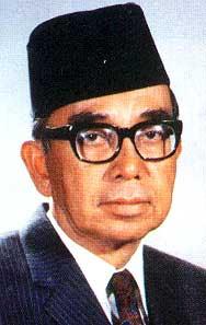 2 Tun Abdul Razak (2nd Prime Minister of Malaysia), and eldest son, Najib Razak (current Prime Minister) - yabtunabdulrazak