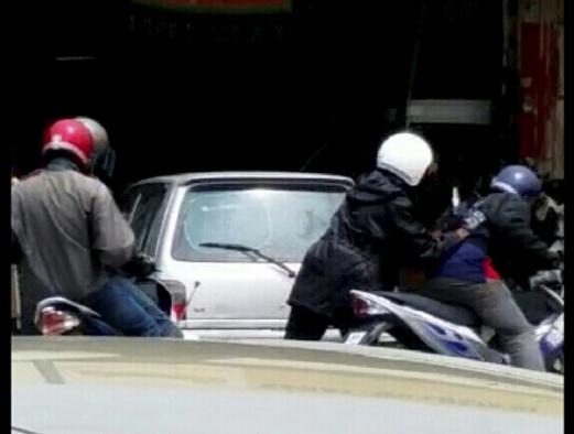 PENANG 29 September 2015. Empat orang perompak melarikan diri menaiki motosikal setelah merompak kedai emas di Taman Chai Leng, Perai. NSTP/Ihsan Pembaca