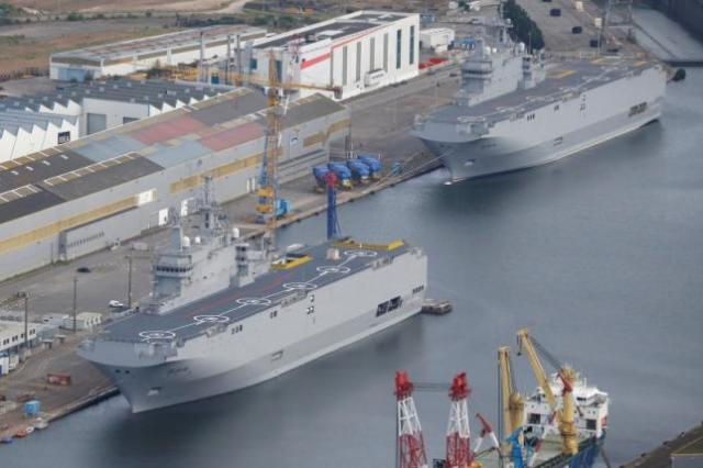 The two Mistral-class helicopter carriers Sevastopol (L) and Vladivostok are seen at the STX Les Chantiers de l'Atlantique shipyard site in Saint-Nazaire, western France, May 25, 2015. REUTERS/Stephane Mahe